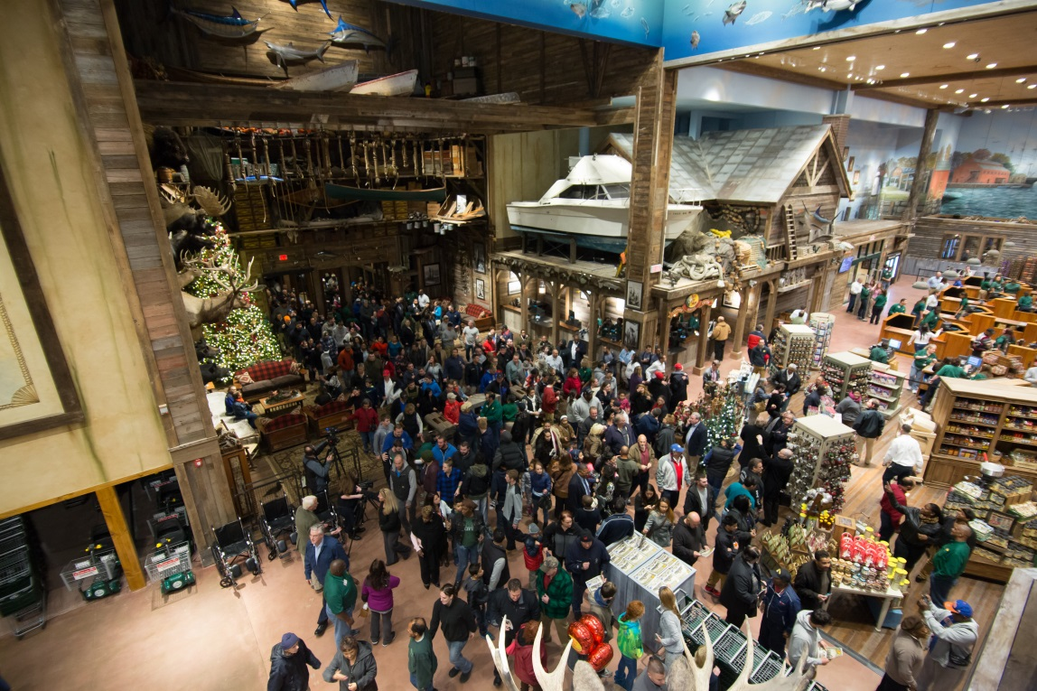 Steelpointe Harbor Welcomes Thousands of Visitors to Bass Pro Shops